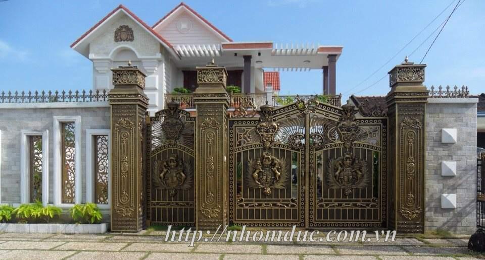 Mẫu cửa nhôm đúc Hà Nội 3, cổng cửa nhôm đúc hợp kim chất liệu nhôm nhập khẩu với chất lượng sơn cao cấp nổi tiếng
