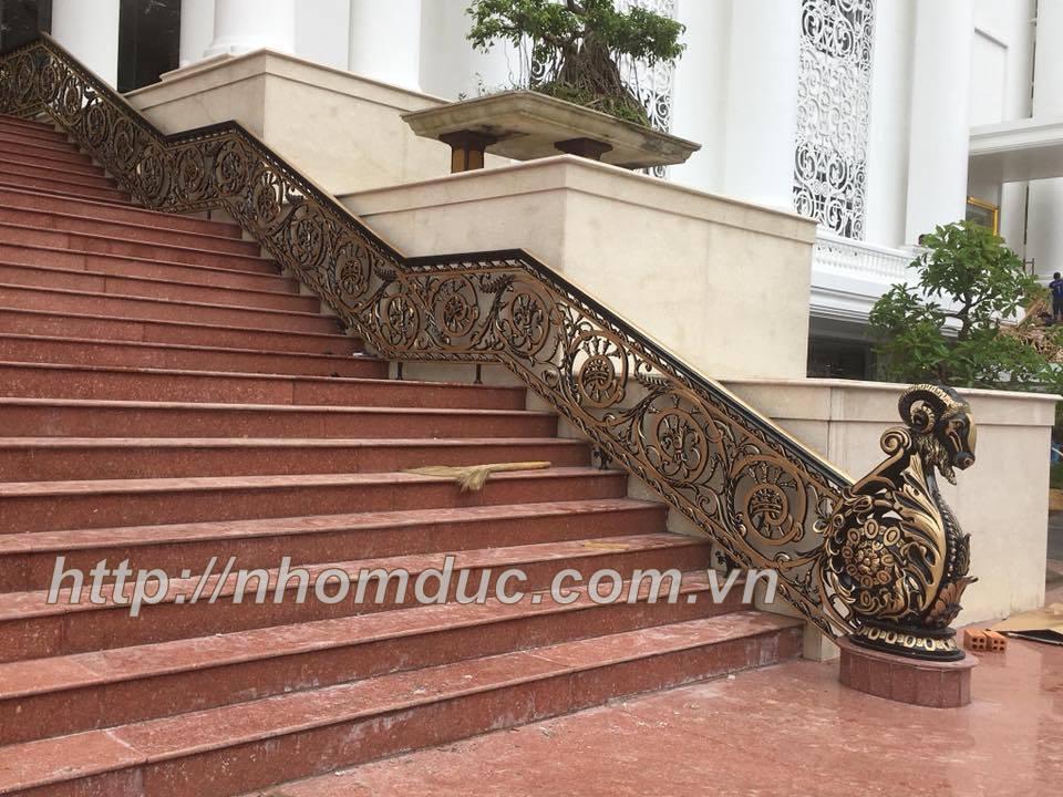 Báo giá cầu thang nhôm đúc tại TpHCM có đơn giá giao động từ 4.000.000 vnđ – 6.000.000 vnđ /m dài