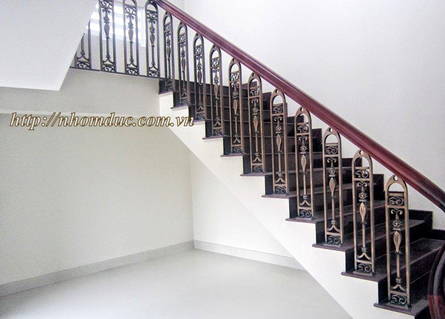 Sản phẩm cầu thang nhôm đúc sản xuất với quy trình được giám sát chặt chẽ.