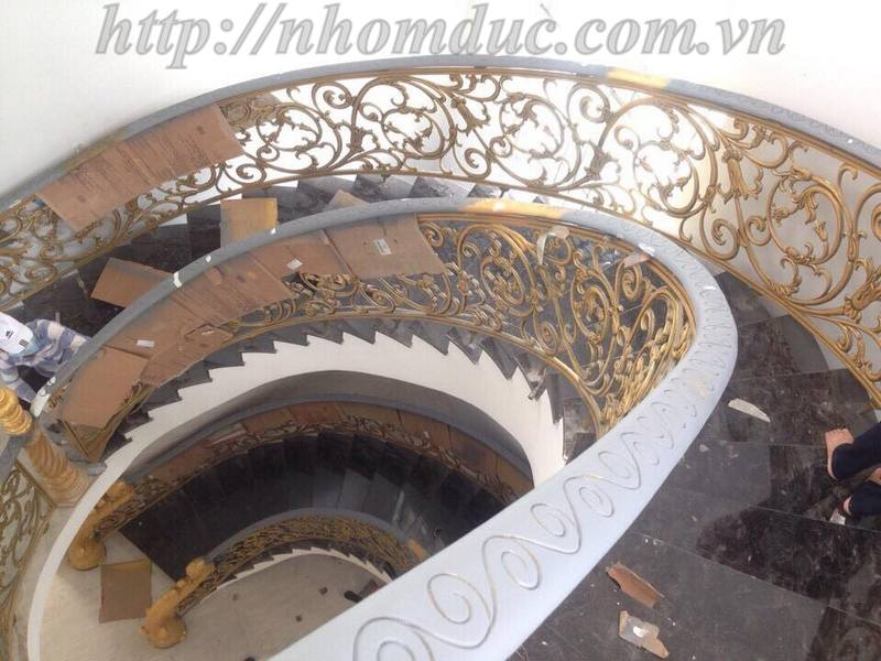 Báo giá cầu thang nhôm đúc, báo giá các loại cầu thang thẳng, cầu thang con tiện và cầu thang cong với giá thành cạnh tranh nhất hiện nay tại Việt Nam.