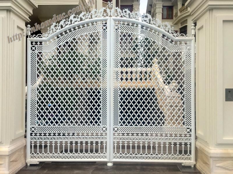 Báo giá cổng nhôm đúc - Giá 10.500,000VNĐ