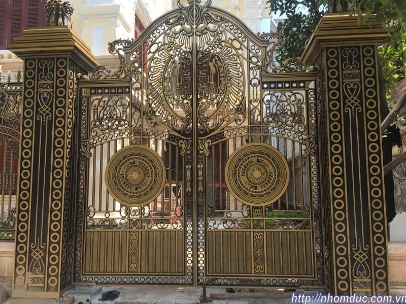 cổng nhôm đúc không phù điêu, các loại cổng nhôm đúc đẹp, mẫu mã đa dạng