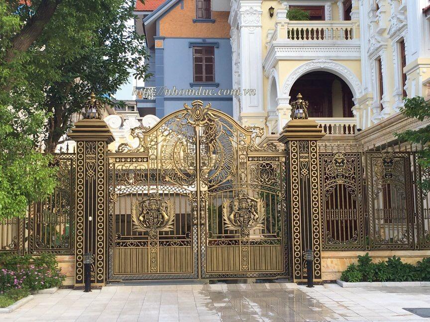 cong cua hop kim nhom ha noi mau 69, Lan can hợp kim nhôm đúc là hạng mục kèm theo của cửa cổng