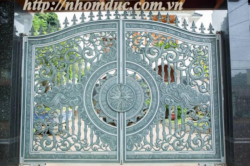 Mẫu cổng nhôm đúc dạng thoáng Hà Nội
