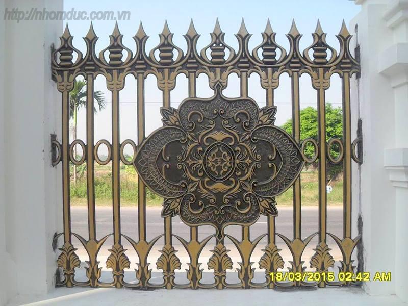 các mẫu hàng rào nhôm đúc chỉ từ 4 triệu hàng rào đơn giản đến hàng rào phức tạp với giá 10 triệu.